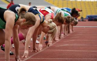 Легкоатлетки - на старте